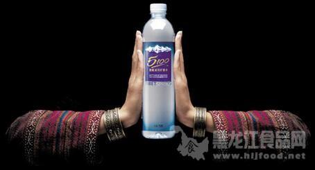 每瓶330ml的5100西藏冰川矿泉水的售价均是约7